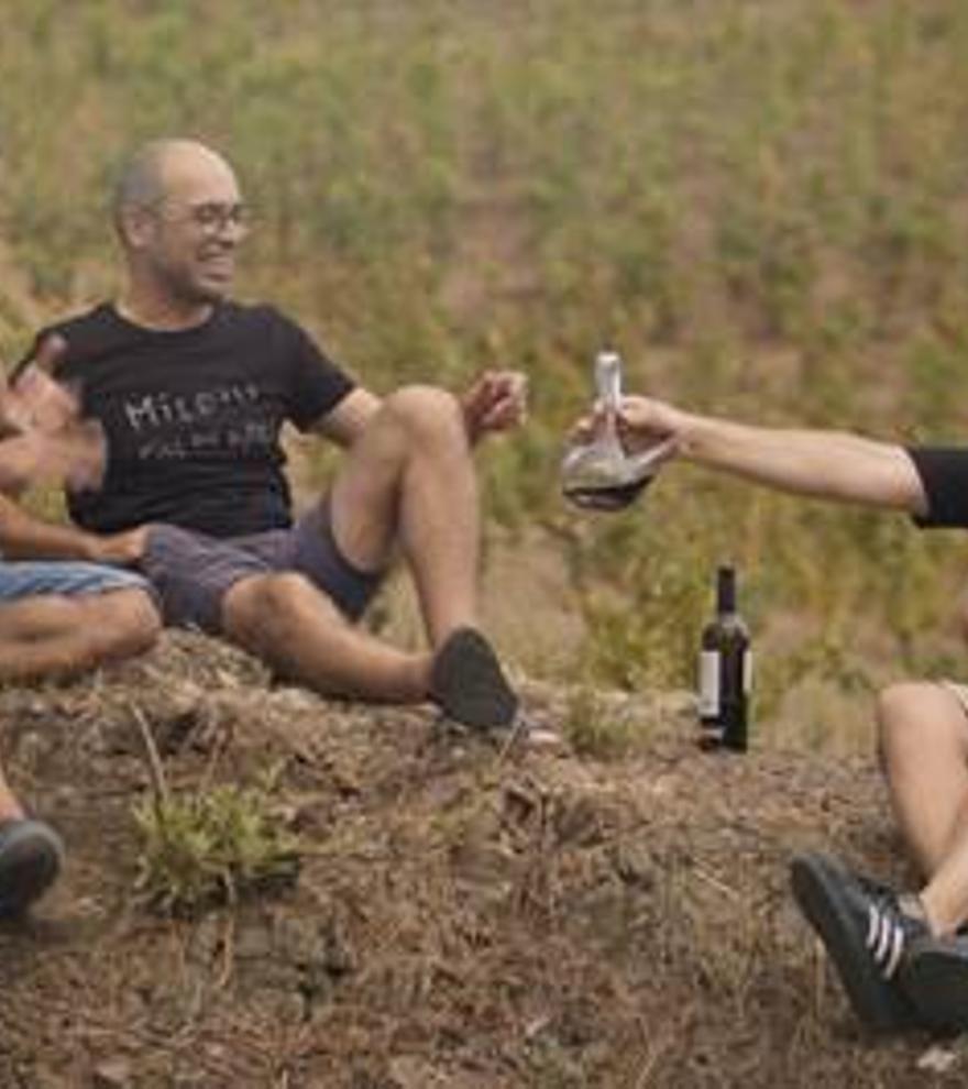 """TV3 estrena """"Entre vinyes"""", una road movie pel territori català on el vi i el turisme són els protagonistes"""