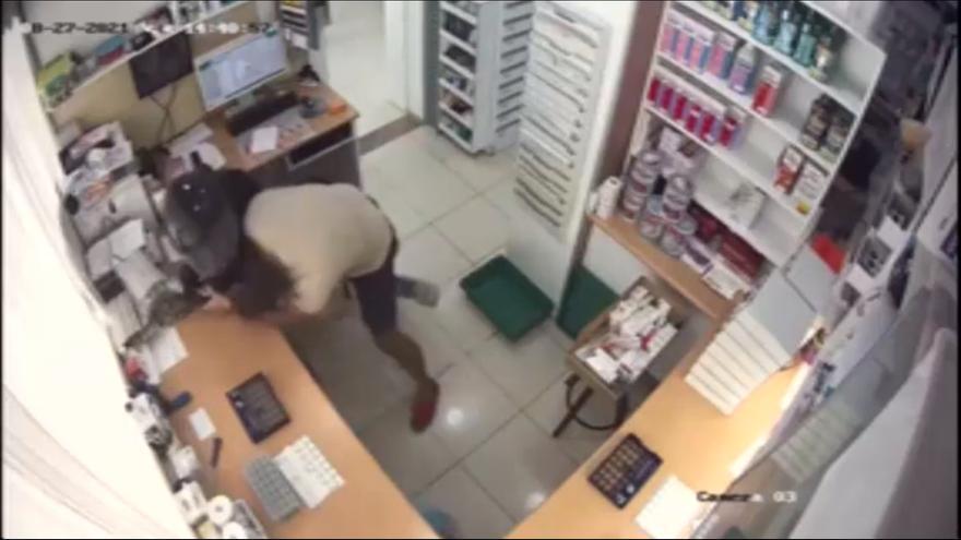 Apuñalado 18 veces un farmacéutico que trató de evitar un atraco en su establecimiento