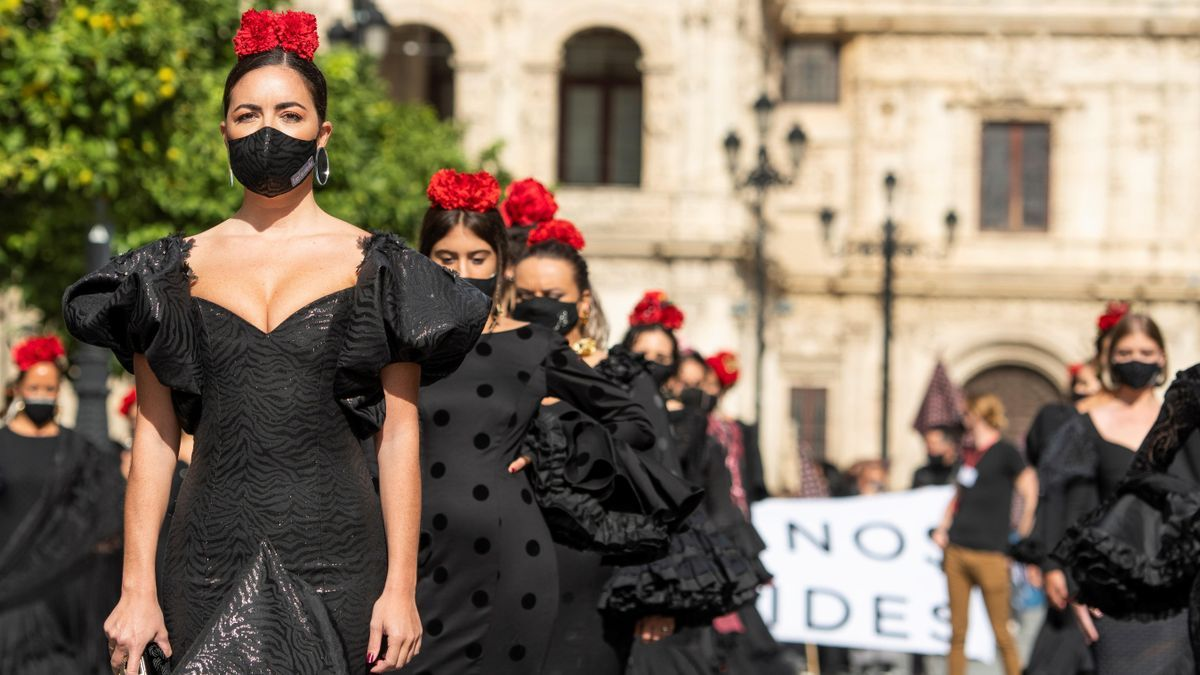 La indumentaria flamenca se tiño ayer de negro riguroso
