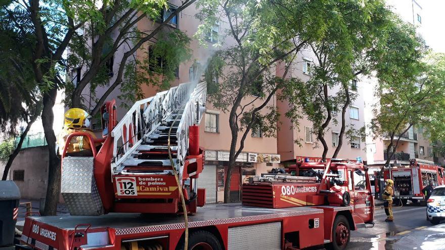Una mujer intoxicada en un incendio en Palma