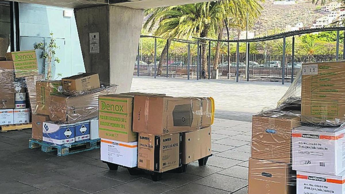 Material sanitario preventivo en La Gomera.