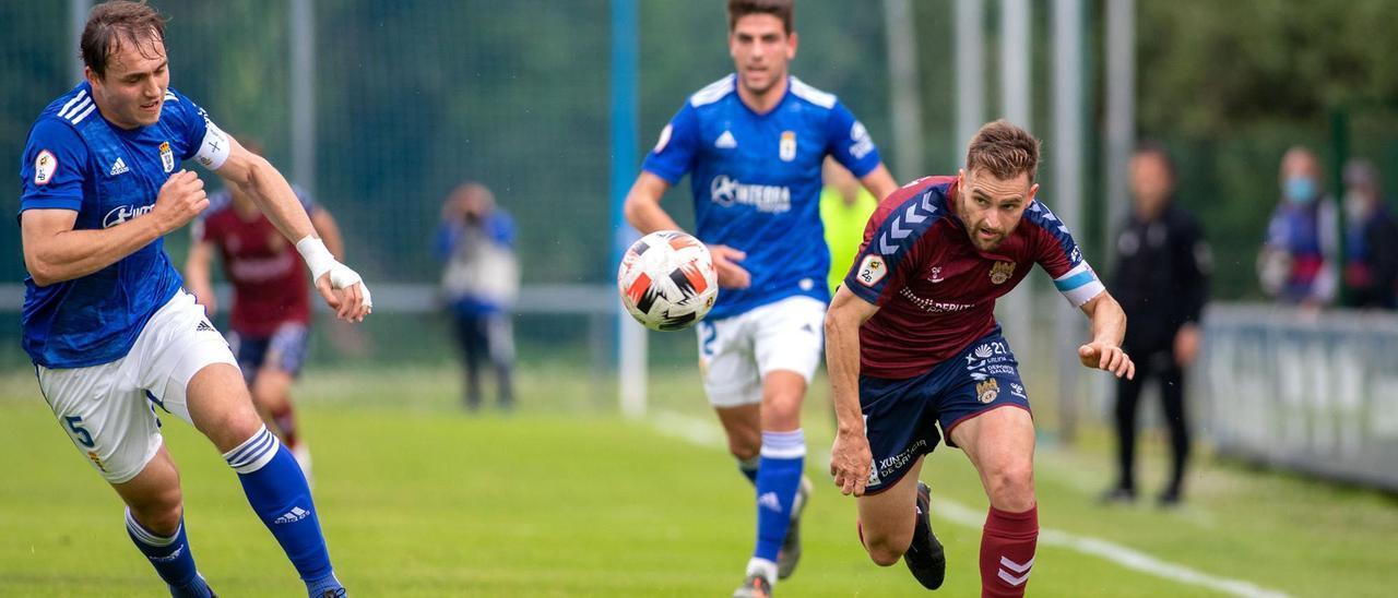 Álex González en el partido del domingo contra el Oviedo.