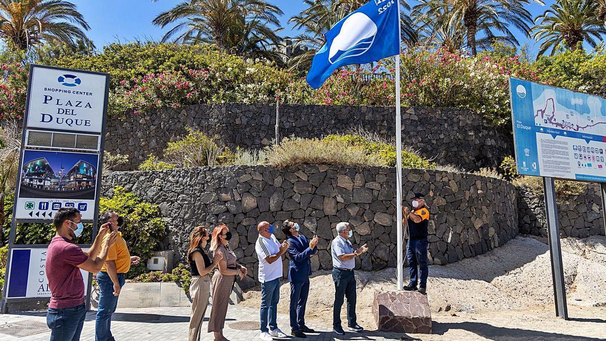 El Duque es una de las playas con Bandera Azul. | | E.D.