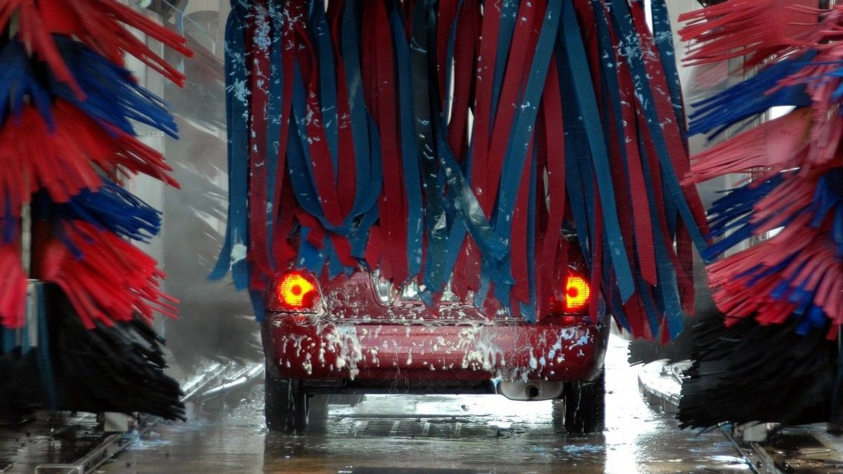 Lavado a presión para el coche o autolavado, ¿cuál es mejor?