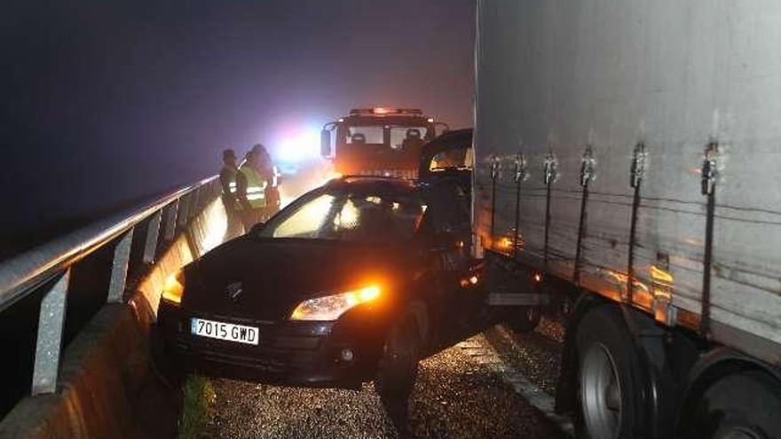 La lluvia y la niebla causan varios accidentes y retenciones en la circunvalación en Vigo