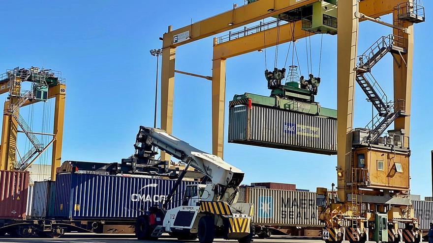 Los Puertos de València y Barcelona batallan por controlar las zonas logísticas de Aragón