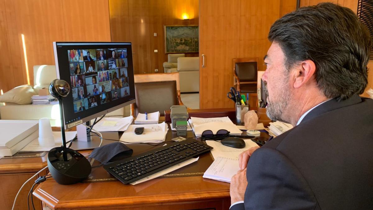 Alcaldes de las ciudades españolas más pobladas exigen al Gobierno un nuevo decreto sobre los remanentes