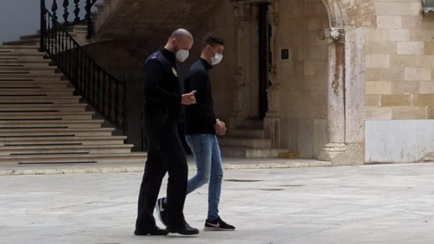 Cinco años de cárcel por degollar a un joven por error en Palma