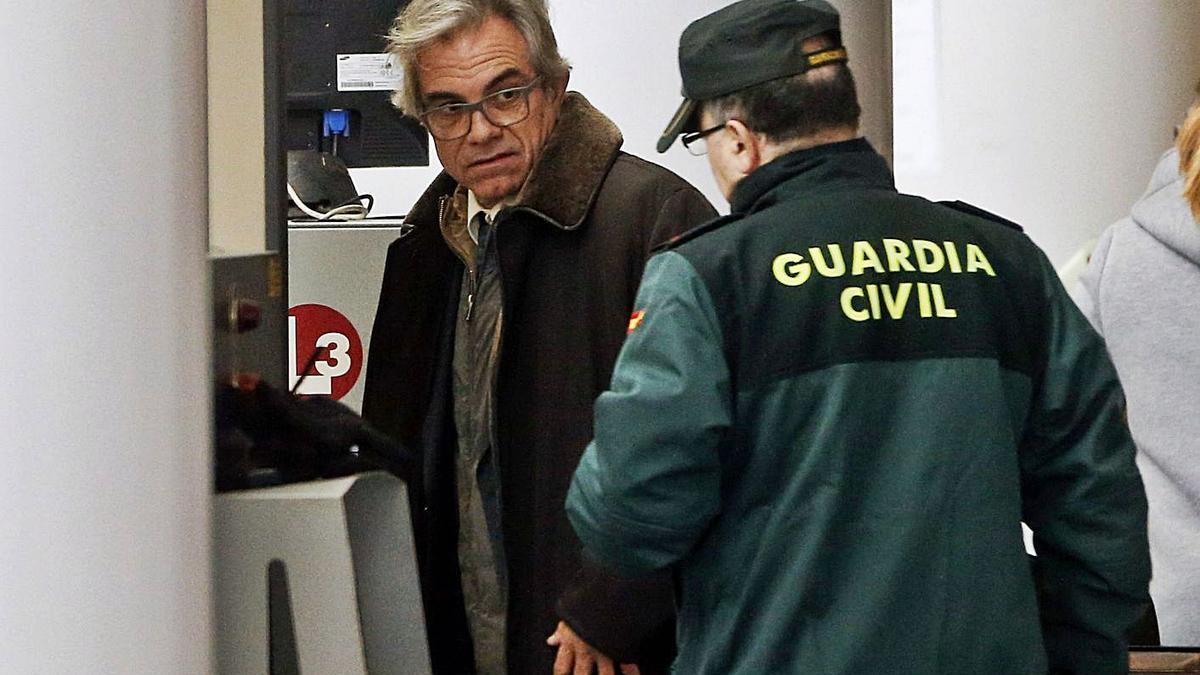 Máximo Caturla, en una de sus comparecencias en la Ciudad de la Justicia por el caso Taula.  | EFE/ KAI FÖRSTERLING
