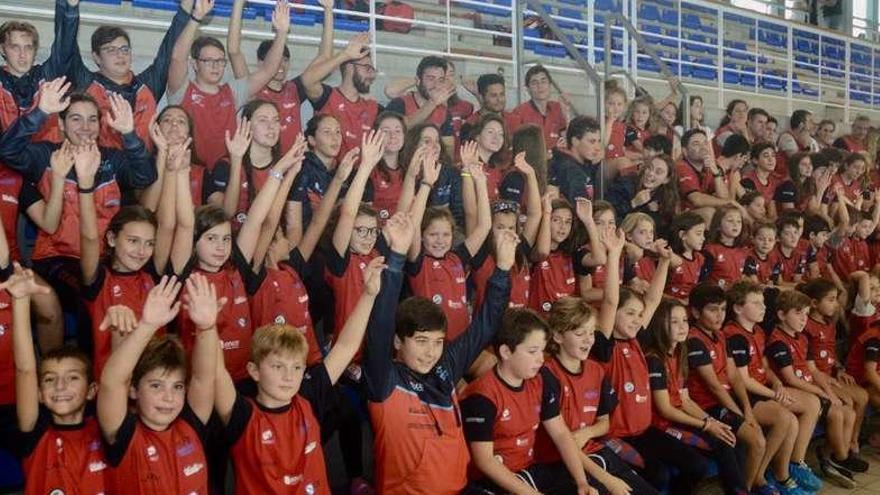 El Club Natación Galaico presenta a sus equipos