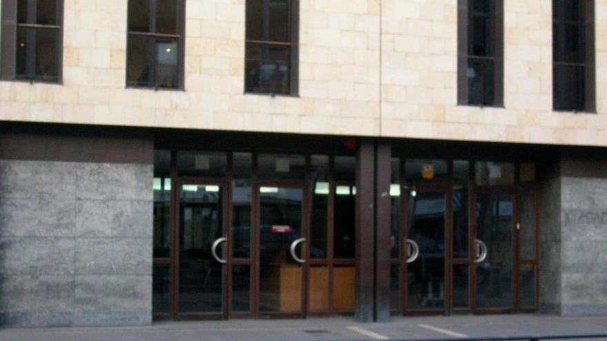 Cárcel para una transexual que pegó a una dependienta de lencería en Valladolid