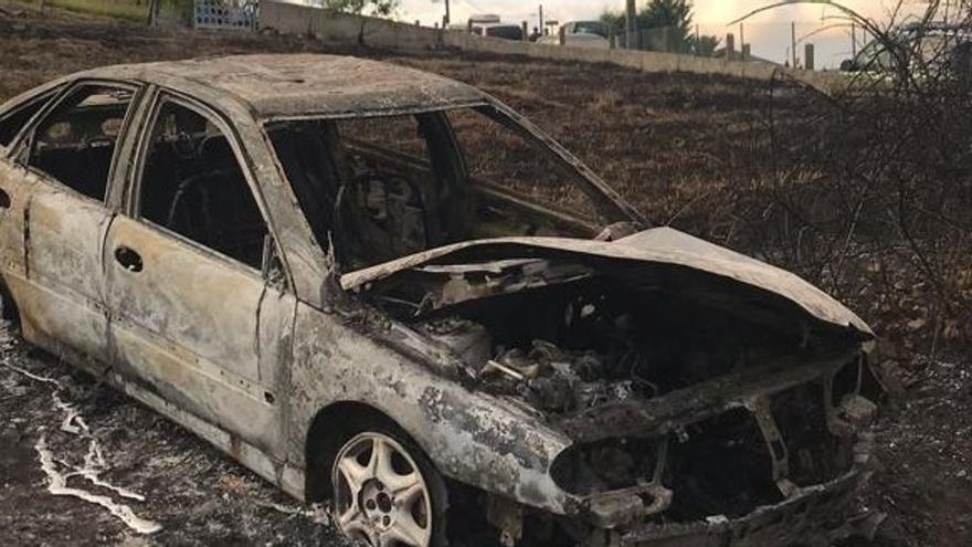 Fallece en Asturias un guardia civil jubilado que estaba a la yerba, al quedar atrapado en su coche cuando se originó un incendio