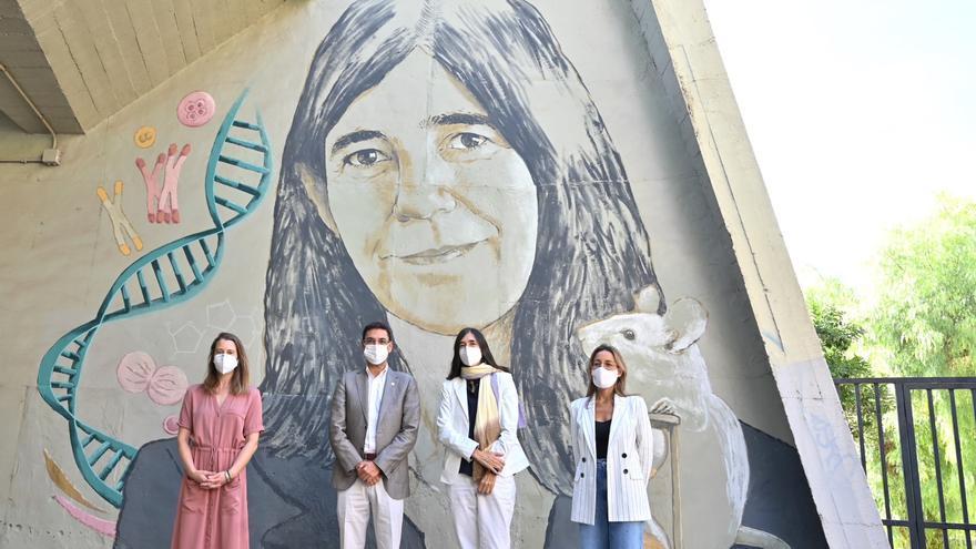 María Blasco, protagonista del mural de mujeres de la ciencia de la UPV