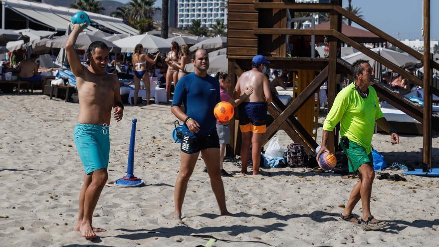 Un día feliz para Dani y sus amigos en Ibiza