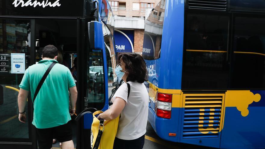 """El drama de ir en autobús en silla de ruedas: """"La rampa no es automática y está rota"""""""