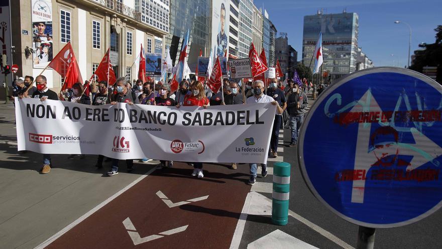 Protesta en A Coruña contra el ERE en Banco Sabadell