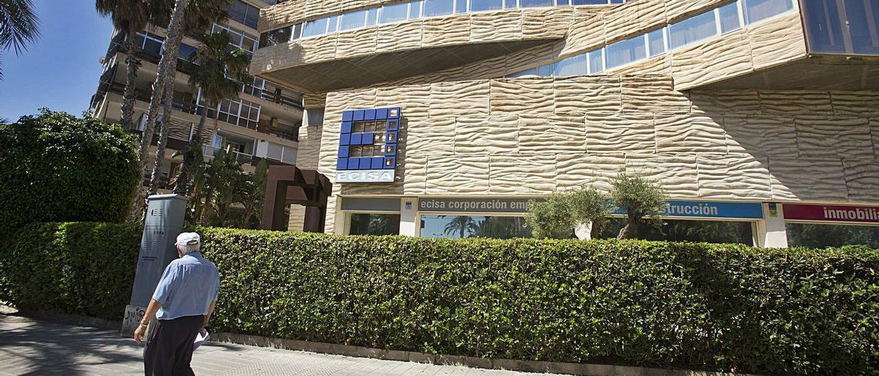 La sede de la constructora Ecisa en Playa de San Juan. | PILAR CORTÉS