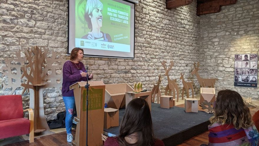 La vicepresidenta de la Diputación reivindica el papel del feminismo en el futuro del interior provincial