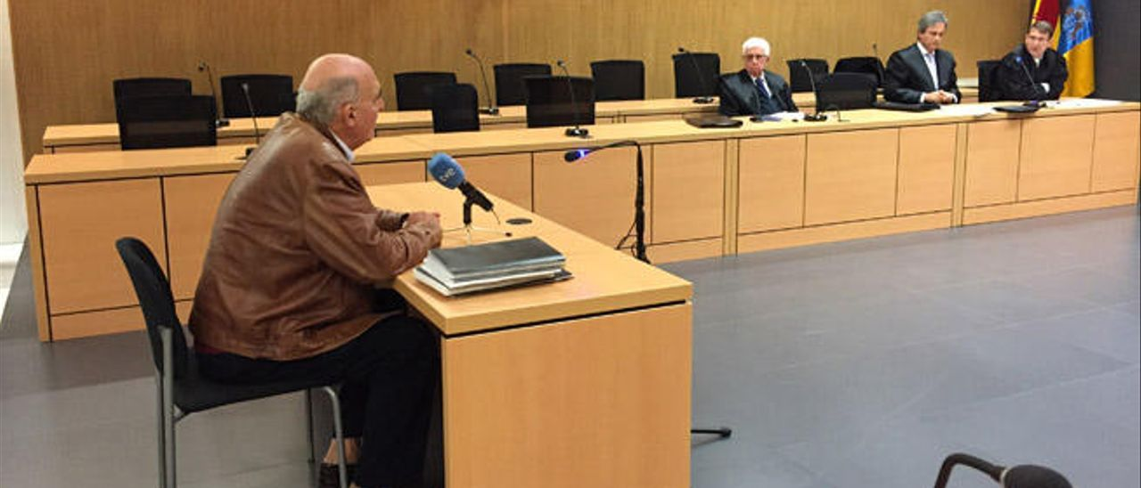 El topógrafo Enrique Vidania, durante su declaración ante el tribunal, ayer.