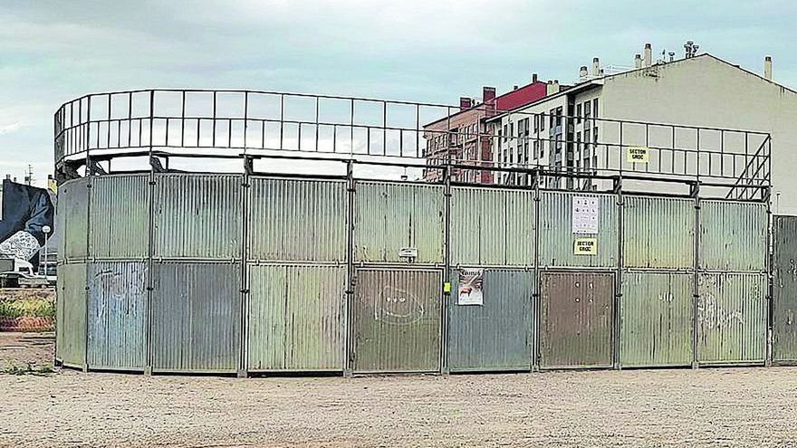 Alertan de accesos sin control a la plaza portátil de Vila-real