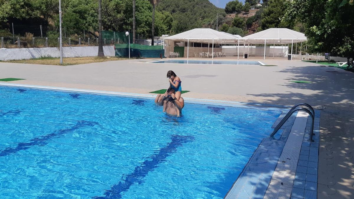 Imagen del año 2019, último ejercicio en el que la piscina de Sant Josep estuvo abierta al público y solo un mes.