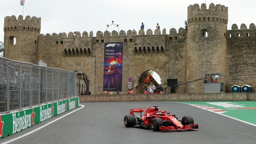 Vettel sortirà primer a Bakú