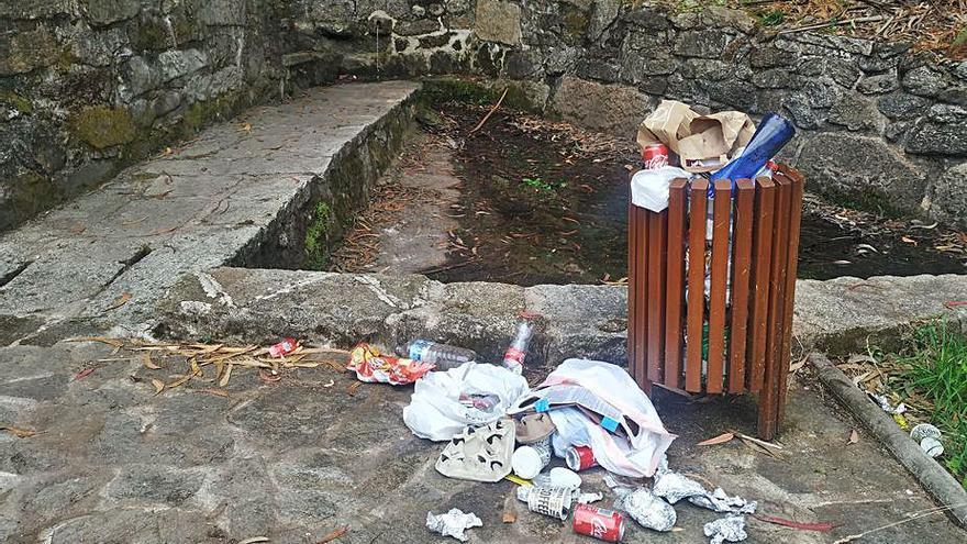 La basura sigue acumulada en Lores