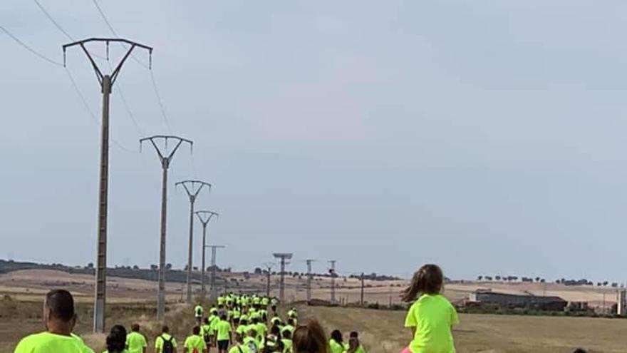 Casi 200 personas secundan en Andavías la I Marcha Solidaria a favor de Corriendo con el Corazón por Hugo