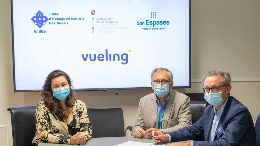 Vueling e IdisBa firman un acuerdo para colaborar en el estudio de enfermedades infantiles en Baleares