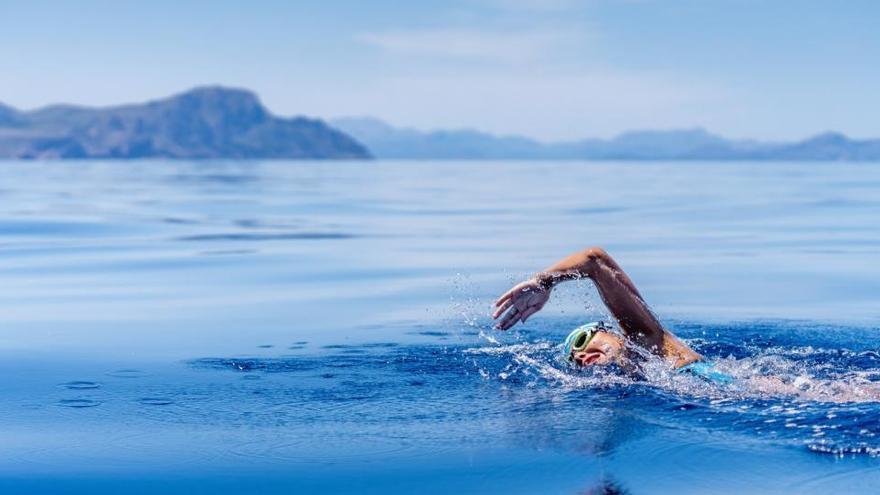 Deutsche schwimmt in Rekordzeit von Menorca nach Mallorca