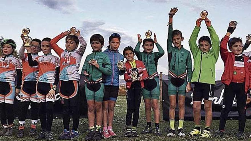 Miquel Ferrer y Javi Salmerón, intratables en el ciclocrós isleño