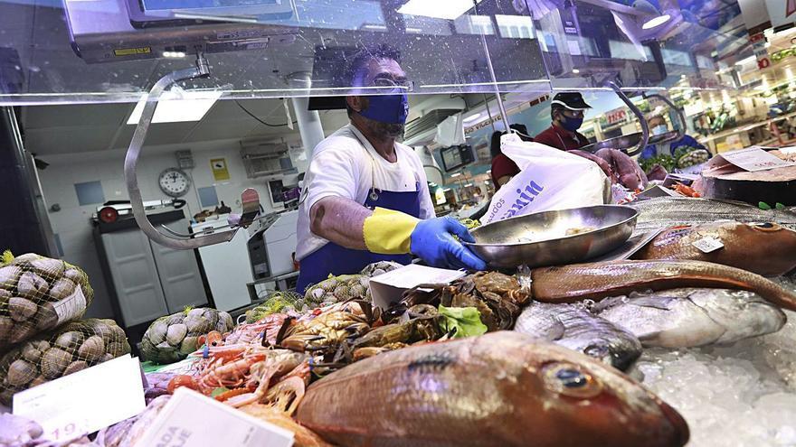 Los pescadores, sin compradores y con temor a un fiasco en la campaña navideña