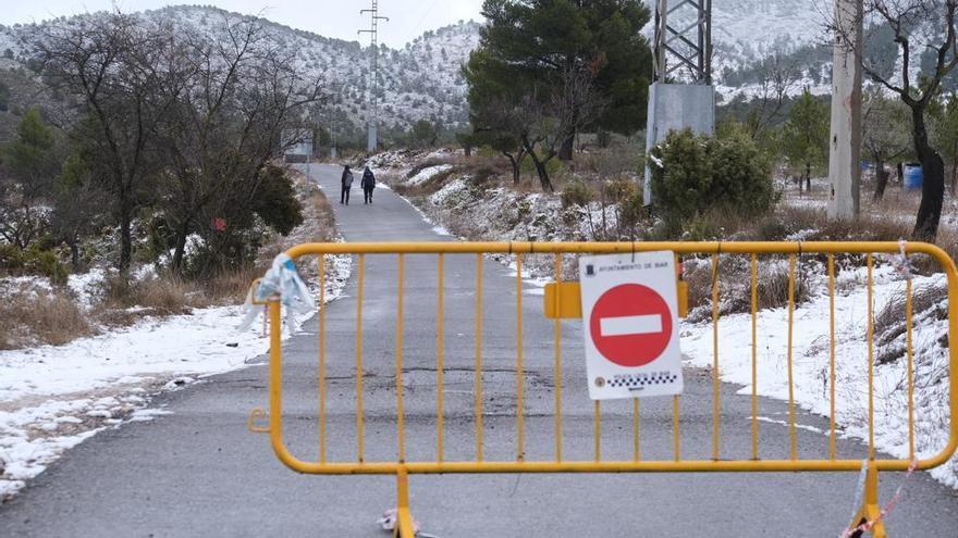 La Policía Local de Biar cierra el acceso a la sierra del Reconco.