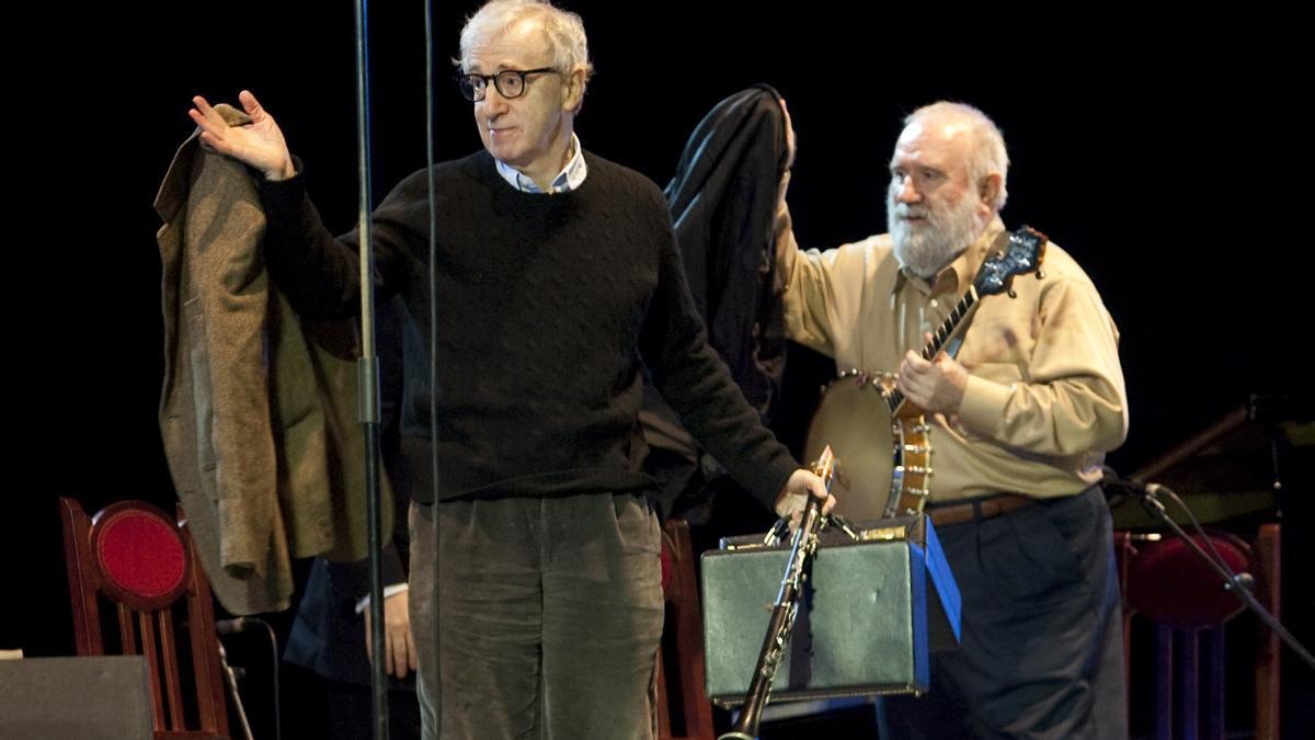 Woody Allen, con su clarinete, en el Niemeyer, en  la noche del 25 de marzo de 2011.
