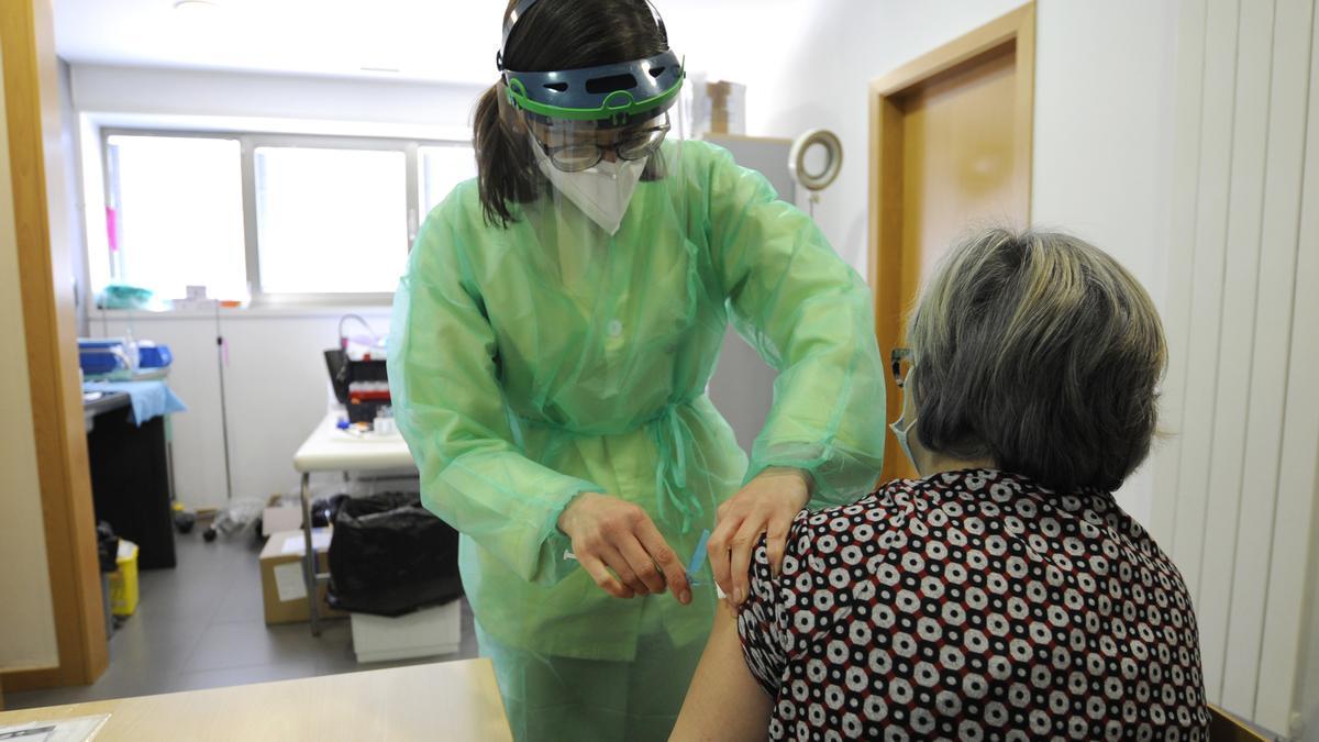 Vacunación de sanitarios en enero en el municipio trasdezano.