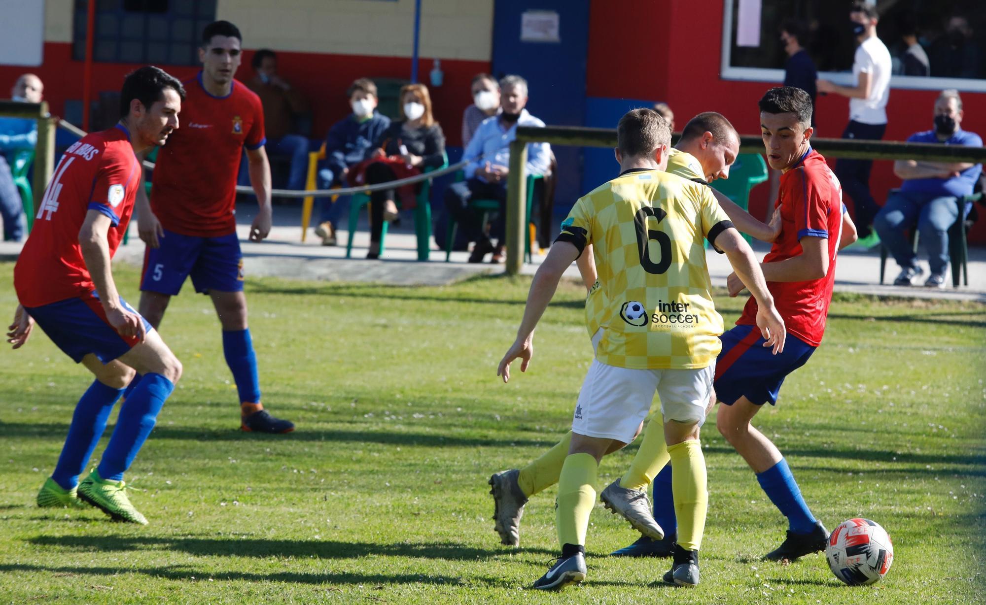 Las mejores imágenes de la jornada en la Tercera División de Asturias