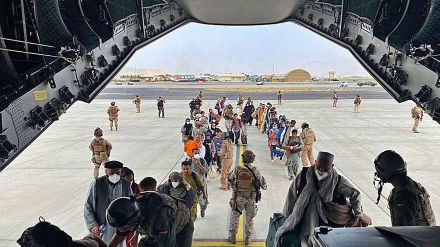 El primer avió per evacuar espanyols surt de Kabul