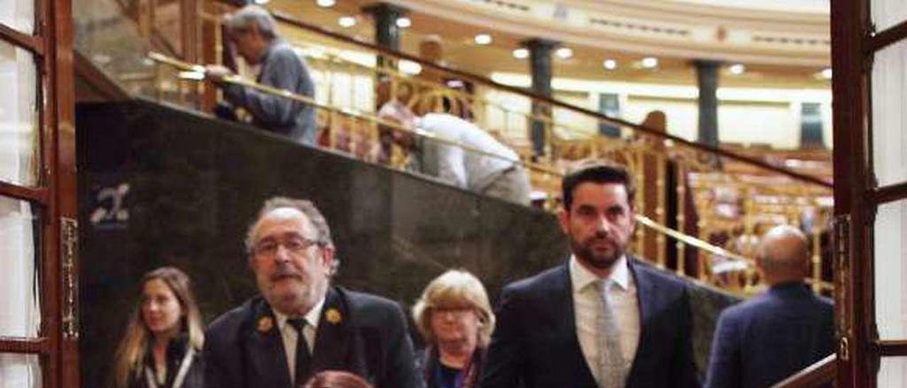 Adriana Lastra, ayer, abandonando el Congreso en silla de ruedas.