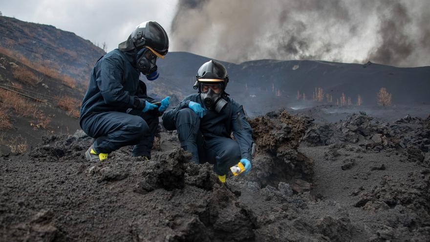 La UME mide la calidad del aire tras la erupción del volcán de La Palma