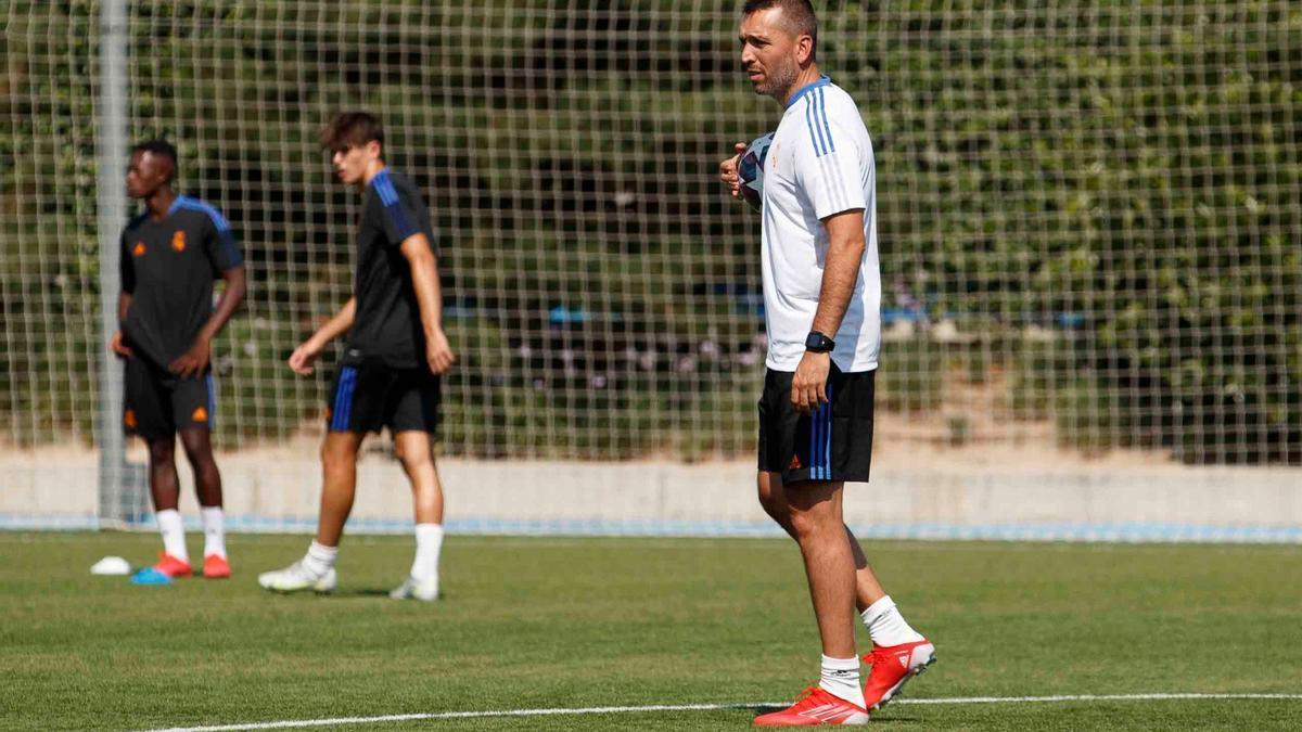 Hernán, con el juvenil del Madrid