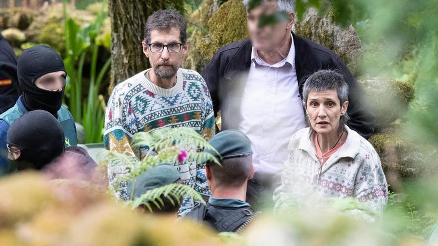 Un fusil y dos armas más tras 13 horas de registro en la casa de Resistencia Galega