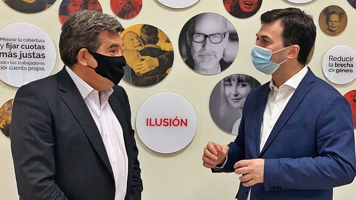 José Luis Escrivá y Gonzalo Caballero, ayer, en Madrid.