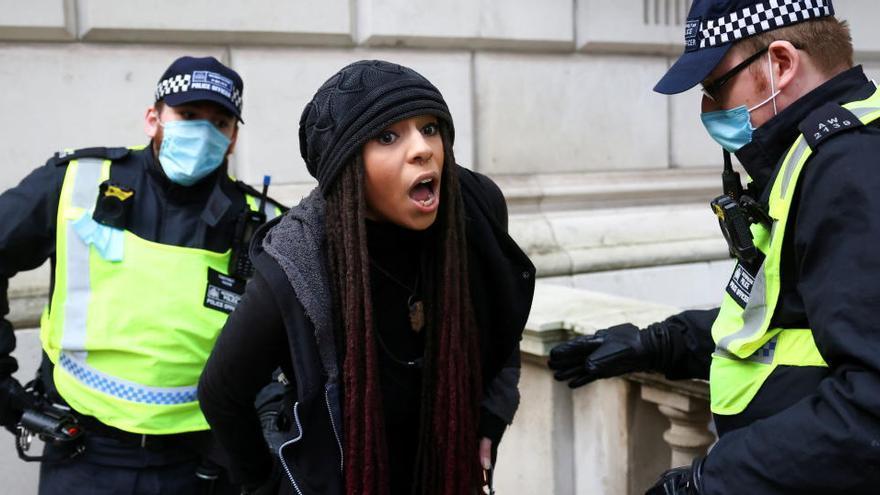 Al menos 60 detenidos en Londres en una manifestación contra el confinamiento