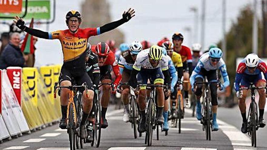 Cortina gana la tercera etapa
