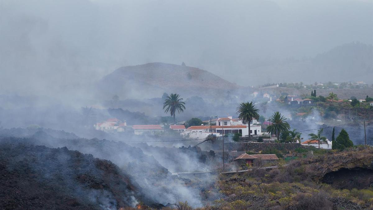 Viviendas afectadas por la erupción del volcán en La Palma.