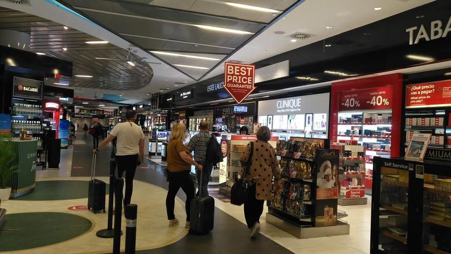 Un juzgado de Palma falla a favor de las tiendas del aeropuerto contra Aena