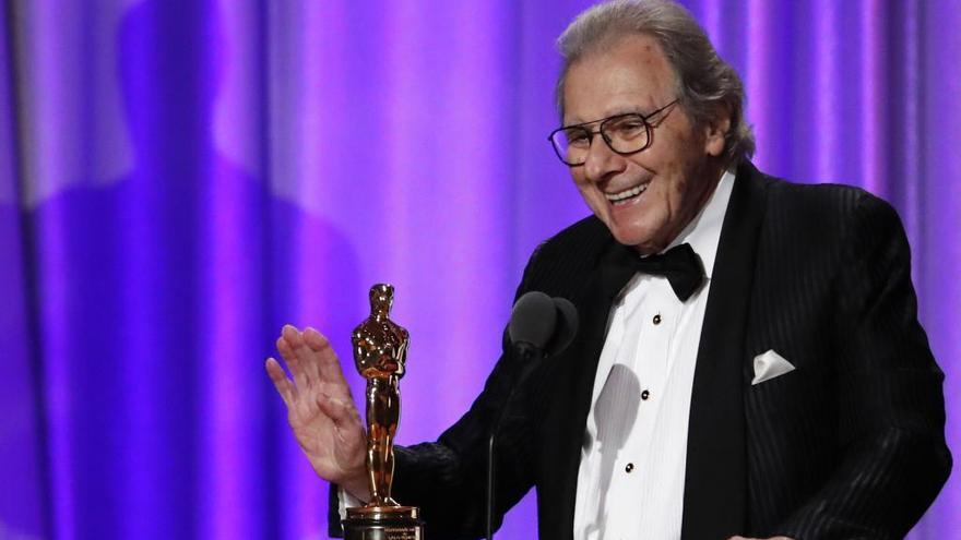 "Clint Eastwood entrega el Óscar honorífico a Schifrin a grito de ""¡Misión cumplida!"""