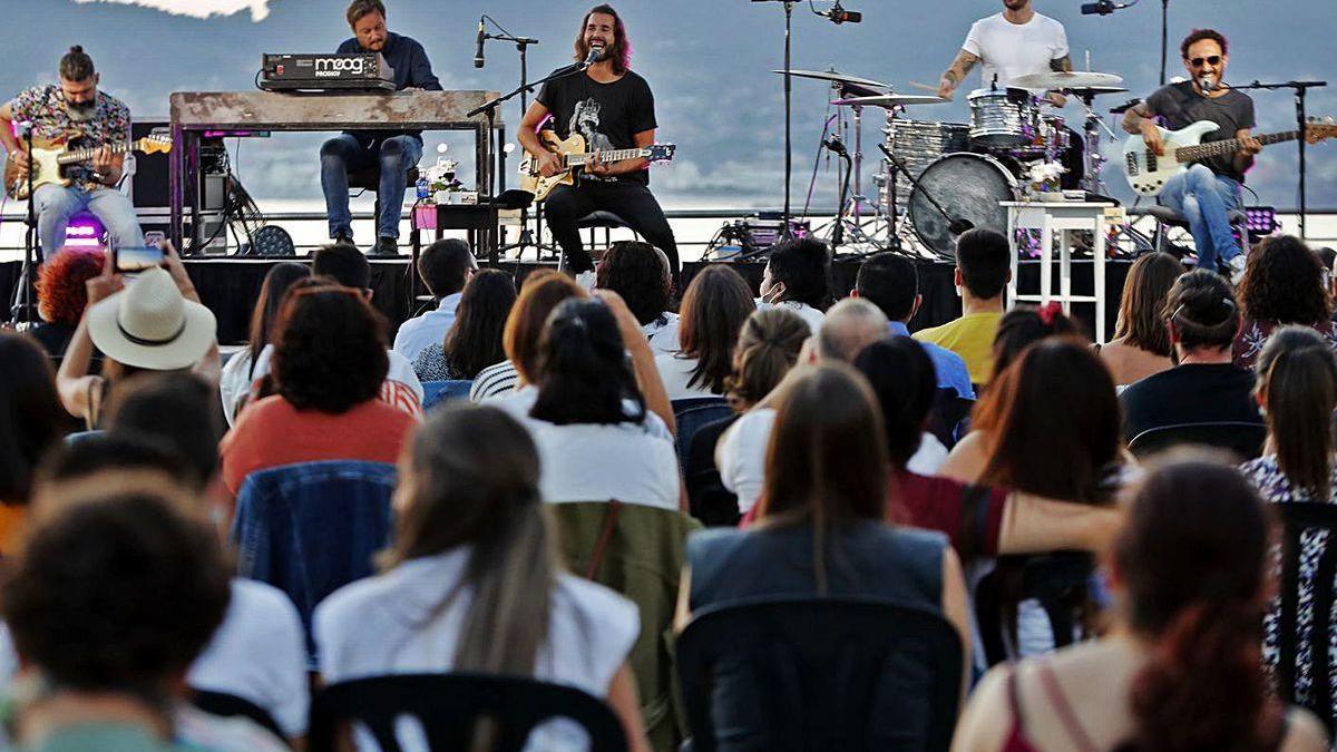 """Izal llena en el primer concierto en Vigo de su """"Pequeña gran gira"""""""