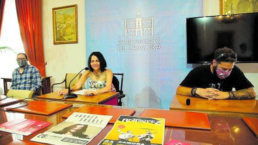 Andrés Cid, María Eugenia Cabezas y Andrés Hernández presentan el programa. | José Luis Fernández