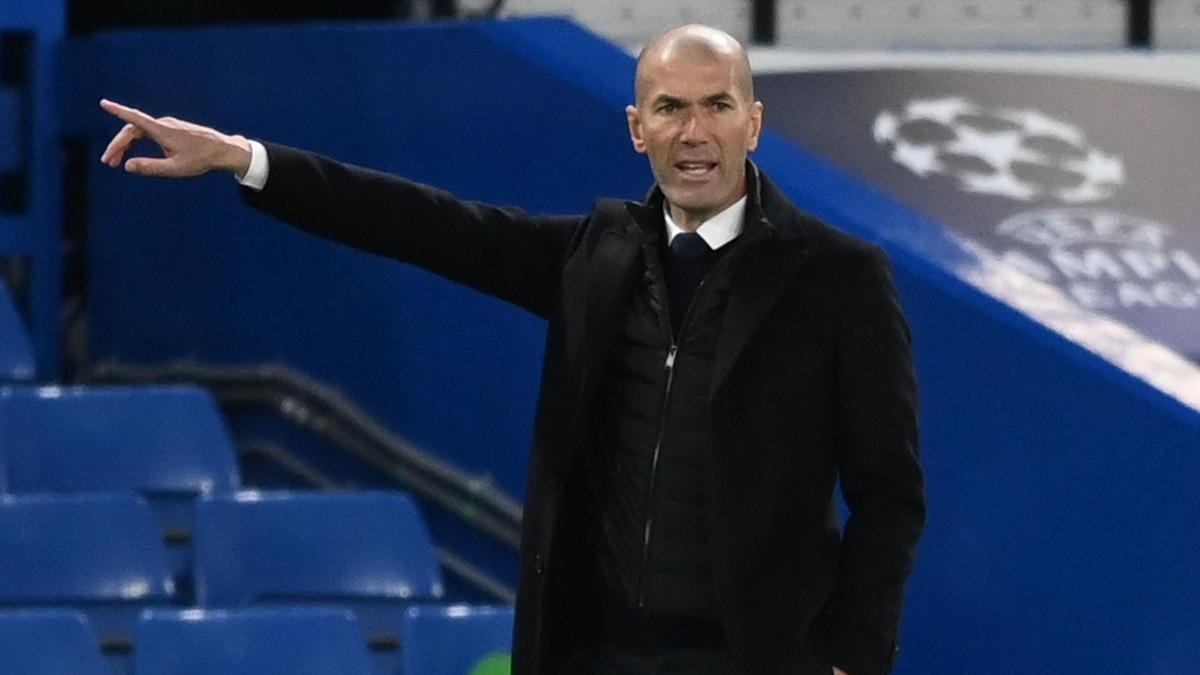 Zinedine Zidane, durante el Chelsea - Real Madrid.